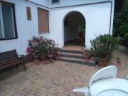 Balatoni nyaraló kerttel és udvarral