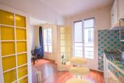 Beautiful bright apt in the heart of Montmartre