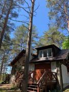 Domek wypoczynkowy w lesie nad jeziorem