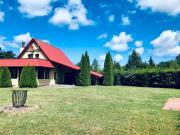 Piękny dom z dużym ogrodem blisko lasu i białej plaży