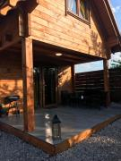 Drewniany domek nad Babięcką Strugą