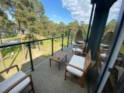 Dwupoziomowy apartament nad jeziorem w lesie