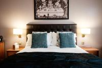 The Mad Hatter Hotel (Bed & Breakfast)