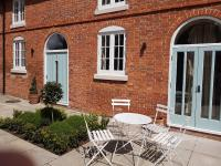 Meynell Mews (Bed and Breakfast)