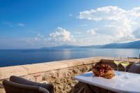 Moni Emvasis Luxury Suites