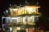 White Gold Palace, Проживание в семье - Sultan Bathery