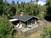 Three-Bedroom Holiday home in Nexø 1, Ferienhäuser - Strandby Gårde