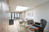 Lovely Mayfair Suites by Sonder