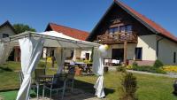 noclegi Pokoje i domki Saraceńska Chata Stegna