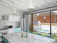 Barcelona Villa Sleeps 8 Pool Air Con WiFi