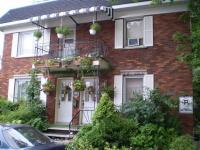 Oasis Du Vieux Longueuil (Bed and Breakfast)