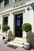 Avalon Rooms, Гостевые дома - Орадя
