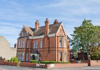 Holywell House (Bed & Breakfast)