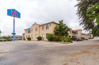 Motel 6 San Antonio - Fiesta Trails, Мотели - Сан-Антонио