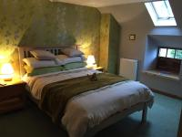 Lodge at Lochside, Bed & Breakfasts - Bridgend of Lintrathen