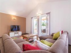 noclegi Ližnjan Three-Bedroom Holiday Home in Liznjan