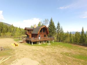 Best cozy log cabin in the Rocky Mountains - Invermere