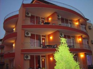 Family Hotel Deja Vu