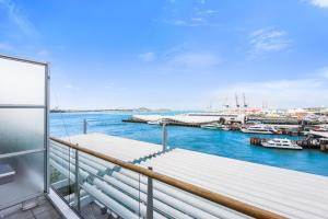 Princes Wharf 2br, 2 level Penthouse with Seaviews