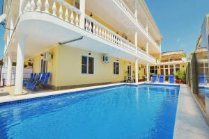 Отели Кабардинки с бассейном