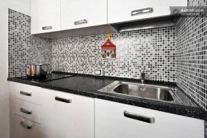 Dreibettzimmer mit Küchenzeile