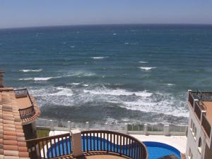 Beachfront Penthouse Apartment with Large Terrace and Breathtaking Sea Views close to Marbella Spain - Hotel - Mijas Costa