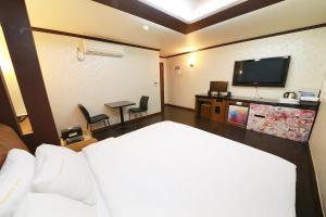 Hotel Diamond, Hotely  Suwon - big - 4