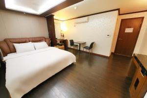 Hotel Diamond, Hotely  Suwon - big - 2