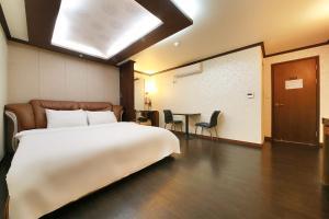 Hotel Diamond, Hotely  Suwon - big - 5