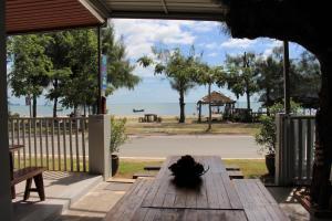 Baan Aroka Beach Front - Kui Buri