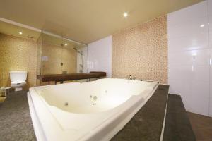 Hotel Diamond, Hotely  Suwon - big - 31