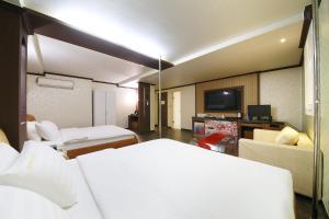 Hotel Diamond, Hotely  Suwon - big - 27