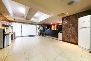 Hotel Diamond, Hotely  Suwon - big - 34
