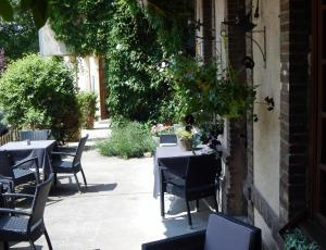 Hotel Restaurant Le Cygne, Hotel  Conches-en-Ouche - big - 44