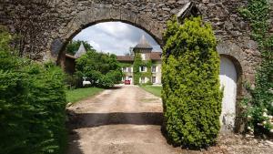 Location gîte, chambres d'hotes Pierre Deluen Domaine de la Grange de Quaire dans le département Charente 16