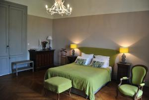 chateau-la-touanne-avec-piscine-chauffee-with-heated-swimming-pool