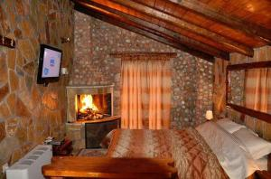 Deluxe Suite with Fireplace - Maisonette