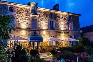 Location gîte, chambres d'hotes Hôtel de France et de Russie dans le département Dordogne 24