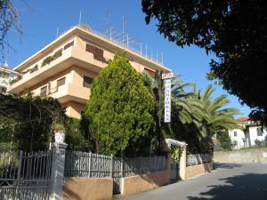 Albergo La Marinella - AbcAlberghi.com