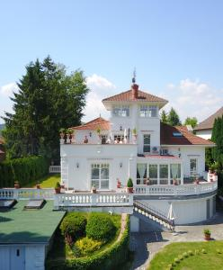 Green Area Mansion