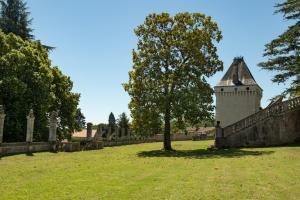La Tour Chateau de Charras