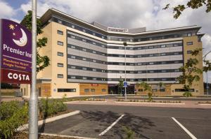 Premier Inn Manchester Airport Runger Lane North, Отели  Хейл - big - 1