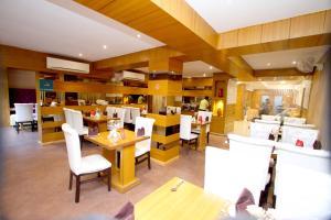 Hotel Crestwood, Hotels  Kalkutta - big - 36