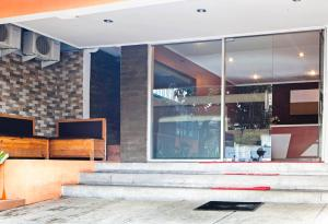 RedDoorz near Exit Tol Pasteur, Penzióny  Bandung - big - 19