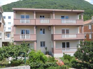Apartments Mira, Тиват