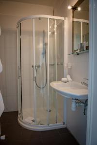 Hôtel Comté de Nice, Hotely  Beaulieu-sur-Mer - big - 32