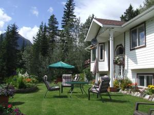 Silvern Lake Trail Bed and Breakfast - Accommodation - Smithers