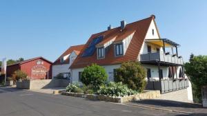 Weingut Herbert Schuler - Ferienwohnungen Gästehaus Bärbel - Escherndorf