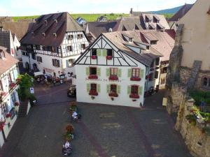 Location gîte, chambres d'hotes L'Hostellerie du Château - Room Service (Pendant le couvre-feu) dans le département Haut Rhin 68
