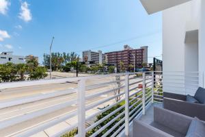1383 North Ocean Boulevard Townhouse, Holiday homes  Pompano Beach - big - 23